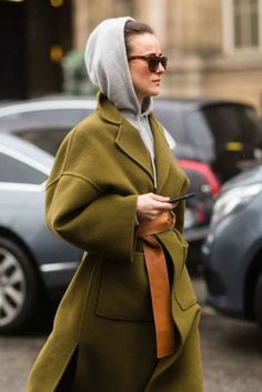 The Best Street Style From Paris Fashion Week - Winter street style - Street Style Fashion Week, Looks Street Style, Cool Street Fashion, Looks Style, Looks Cool, Look Fashion, Paris Fashion, Fall Fashion, Mode Outfits