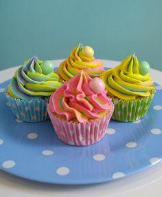 Rainbow Cupcakes - Bubble Gum Flavored!