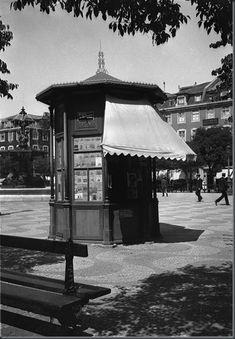 Restos de Colecção: Quiosques de Lisboa (4) Guard House, Iberian Peninsula, Wide World, Most Beautiful Cities, Atlantic Ocean, Kiosk, Historical Photos, Marina Bay Sands, Gazebo