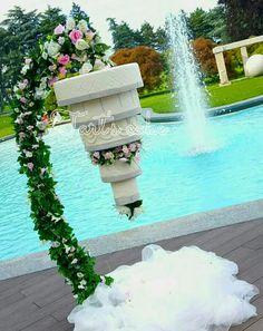 Love the idea! Wedding Cake Photos, Wedding Cake Stands, Wedding Cakes, All White Wedding, Luxe Wedding, Pretty Cakes, Beautiful Cakes, Suspended Wedding Cake, Chandelier Cake Stand