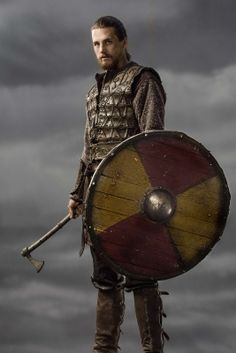 A gallery of Vikings publicity stills and other photos. Featuring Travis Fimmel, Katheryn Winnick, Alexander Ludwig, Clive Standen and others. Vikings Show, Vikings Season, Vikings Tv Series, Viking Warrior, Viking Age, King Ragnar, Viking Series, Norse Vikings, Ragnar Lothbrok