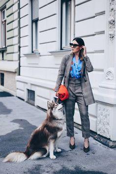 Das elegante Mustermix Outfit mit Hosenanzug und Blusenbody
