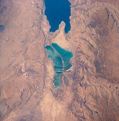 Bromine | Dead Sea | Jordan (right) and Israel (left) produce salt and bromine 31°9′0″N 35°27′0″E.