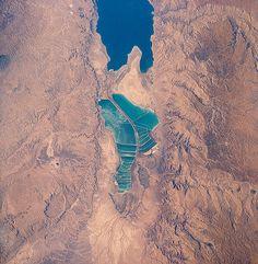 Bromine | Dead Sea | Jordan (right) and Israel (left) produce salt and bromine 31°9′0″N 35°27′0″E.