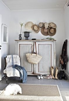 Inspirational ideas about Interior Interior Design and Home Decorating Style for Living Room Bedroom Kitchen and the entire home. Curated selection of home decor products. Nordic Interior, Interior Exterior, Interior Design, Cottage Chic, Cottage Style, Estilo Country, Deco Addict, Deco Design, Cool Ideas