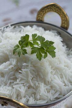 Hay muchas formas de preparar el arroz basmati y casi que diría que todas son válidas siempre que se tenga en cuenta el tipo de arroz con el que estamos trabajando y el tiempo de cocción que éste tipo