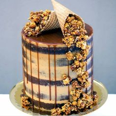Salted caramel Six layers of seminaked vanilla bean and white chocolate cake + salted caramel Swiss meringue buttercream + salted caramel drip + a cascade of crunchy salted caramel and roasted peanut popcorn. Not for the faint hearted Cake stand: Bolo Drip Cake, Drip Cakes, Nake Cake, Salted Caramel Cake, Salted Caramels, Caramel Drip Cake, Caramel Treats, Chocolate Caramels, Popcorn Cake