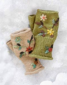 Be Inspired - Clothing & Accessories Fingerless Gloves Knitted, Crochet Gloves, Knit Mittens, Knit Crochet, Knitting Projects, Crochet Projects, Knitting Patterns, Wool Embroidery, Floral Embroidery