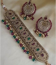 In vivid hues speckled with patterns that reflect the starry skies – celebrate the festivities this season with our Antique Jewellery Designs, Antique Jewelry, Jewelry Design, Antique Gold, Stylish Jewelry, Womens Jewelry Rings, Fashion Jewelry, Gold Jewelry, Jewlery