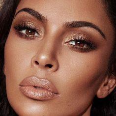 bronze makeup Kim Kardashian Wears Classic Makeup in KKW Beauty Ads Make Up Looks, Wedding Makeup Looks, Bridal Makeup, Beauty Ad, Beauty Makeup, Kim K Makeup, Vogue Makeup, Lip Makeup, Makeup Collection