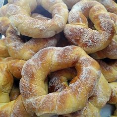 Donuts, Good Food, Yummy Food, Portuguese Recipes, Strawberry Recipes, Sweet Bread, Bagel, Sweet Recipes, Food To Make