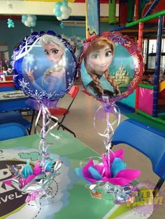 Frozen theme party, Frozen theme party images, Frozen party for girls, Ideas to decorate a Frozen party with balloons, simple decoration for a girl's Frozen Themed Birthday Party, Disney Frozen Birthday, 4th Birthday Parties, Frozen Disney, Themed Parties, 2nd Birthday, Frozen Birthday Decorations, Frozen Centerpieces, Festa Frozen Fever