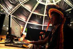 As #tribos #indígenas continuam fiéis às suas #tradições, mas as novas #tecnologias são já uma constante no quotidiano dos mais jovens! A primeira edição dos Jogos Mundiais dos Povos Indígenas, a decorrer até 1 de novembro, em Palmas, no #Brasil, tem sido a prova disso!