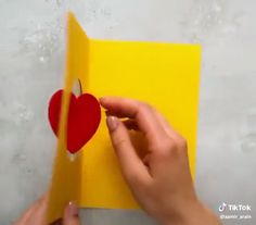 Art The post Amazing Art appeared first on Woman Casual. The post Amazing Art appeared first on Woman Casual. Diy Home Crafts, Diy Arts And Crafts, Creative Crafts, Craft Projects, Crafts For Kids, Paper Crafts, 3d Paper, Diy Birthday, Birthday Cards