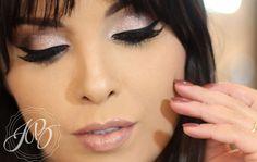 Maquiagem suave com delineado marcante, sombra rosa claro. Lindo demais! Por http://julianabalduino.com/