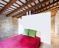 La Pallissa House: a tiny stone walled world   Busyboo