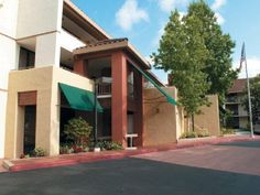 Newbury Park (CA) La Quinta Inn & Suites Thousand Oaks Newbury Park United States, North America Located in Newbury Park, La Quinta Inn & Suites Thousand Oaks Newbury Park is a perfect starting point from which to explore Newbury Park (CA). The hotel offers a wide range of amenities and perks to ensure you have a great time. Take advantage of the hotel's free Wi-Fi in all rooms, 24-hour front desk, family room, laundry service, elevator. Guestrooms are fitted with all the amen...