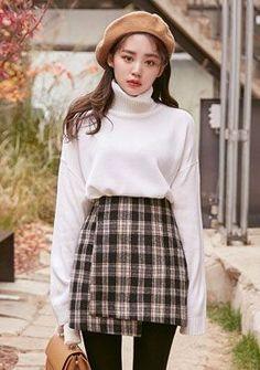 High waisted tartan skirt korean fashion k móda, ulzzang móda, ázijská móda Korean Winter Outfits, Korean Fashion Winter, Korean Fashion Casual, Korean Fashion Trends, Korean Street Fashion, Korea Fashion, Korean Outfits, Fashion 2020, Asian Fashion