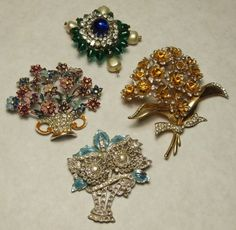 Group of Four Costume Brooches : Lot 305