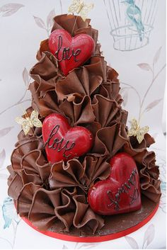 This would look so impressive in white choc as a wedding cake....... ...... ♥