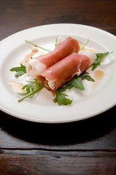 Parma ham filled with boursin and topped with honey & balsamic vinegar Gourmet Appetizers, Appetizers For Party, Tapas, Pork Recipes, Quick Recipes, Healthy Recipes, Sandwiches, Prosciutto, Good Food