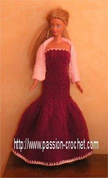 Robe de soirée au tricot et crochet pour Barbie Barbie Gowns, Barbie Clothes, Habit Barbie, Gown Pattern, Barbie Patterns, Barbie And Ken, Crochet Clothes, Fashion Dolls, Knit Crochet