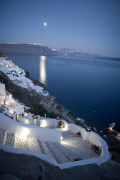 breathtakingdestinations:   	Oia - Santorini - Greece (by Aurimas)