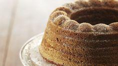 Maustekakku Minna Cantihin tapaan on rakenteeltaan ja maultaan ihanan pehmeä kuivakakku, jonka salaisuus piilee vaahdotetussa kermassa. Fruit Bread, Cupcakes, Baked Donuts, Little Cakes, Trifle, Something Sweet, Coffee Cake, Vanilla Cake, Tiramisu