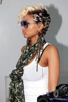 Blonde w. dark root pixie cut on fleek
