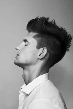 cool men's hairstyle love guys with great hair! cool men's hairstyle love guys with great hair! Faux Hawk Hairstyles, Cool Hairstyles For Men, Undercut Hairstyles, Haircuts For Men, Hairstyle Men, Hairstyle Ideas, Men's Haircuts, Tomboy Hairstyles, Fohawk Haircut
