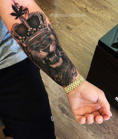 Hand tattoo by Hand tattoo by Related posts: – Typhaine Sentis – – Hand Tattoo – Fun Tattoos – # Tattoo 16 Crazy Hand Tattoo Ideas Hand Tattoos für Frauen: Schöne Hand Tattoo Designs Lion Forearm Tattoos, Forarm Tattoos, King Tattoos, Leo Tattoos, Dope Tattoos, Body Art Tattoos, Tatoo Art, Tatuajes Tattoos, Lion Tattoo Sleeves