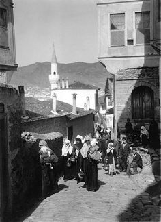 Kavala- 1910 Extraordinary People, History Of Photography, Athens Greece, World Cultures, Old Photos, Nostalgia, The Past, Istanbul, Around The Worlds