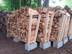 You want to build a outdoor firewood rack? Here is a some firewood storage and creative firewood rack ideas for outdoors. Outdoor Firewood Rack, Firewood Holder, Firewood Storage, Stacking Firewood, Backyard Projects, Outdoor Projects, Garden Projects, Wood Projects, Garden Ideas