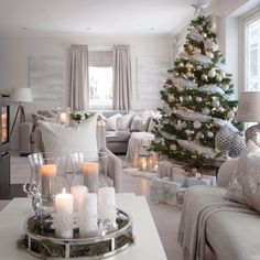 Always gorgeous!Tag your bestie! Christmas Decorations, Table Decorations, Holiday Decor, Home Blogs, Sweet Home, Rustic Apartment, Weekend Fun, Interior Design Inspiration, Fashion Inspiration