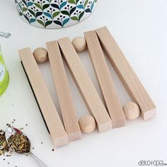 DIY Instructions: Build coasters from wood / dekotopia - Build your own trivet . - DIY Instructions: Build coasters from wood / dekotopia – Build your own trivet for pots and teap - Diy Jewelry Unique, Diy Jewelry To Sell, Diy Crafts To Sell, Handmade Crafts, Diy Coasters, Wooden Coasters, Wooden Crafts, Wooden Diy, Bois Diy