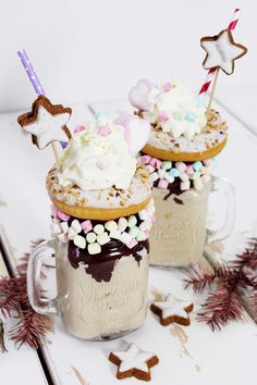 Chai Latte Rezept für winterliche Freakshakes: So geht's! Unicorn Food, Cute Food, Yummy Food, Crazy Shakes, Weird Food, Vegetable Drinks, How Sweet Eats, Soul Food, Diy Blog