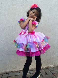 Caipira SAIA DE RENDA COLORIDA 2015 Country Dresses, Kids Wear, Baby Quilts, Pretty Outfits, Marie, Harajuku, Kids Fashion, Party Dress, Girl Outfits