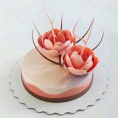 pastryinspirationschool.com . #Repost @pollykosheleva: Chocolate flowers/ торт с прошедшего индивидуального мастер-класса в Москве . Вот такая совсем не зимняя нежность у нас получилась Доброе утро