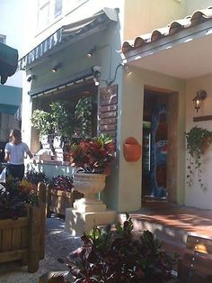 News Cafe SOUTH BEACH, FLORIDA   Wonderful for brunch!