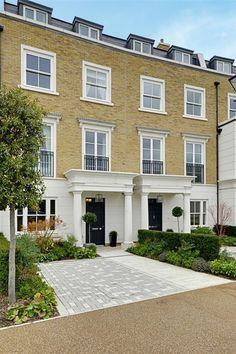 Dreamy terraced townhouse in Isleworth, London. Beautiful British home. Luxury house for sale. Hm Home, British Home, Talking To You, Luxury Homes, Beautiful Homes, Sweet Home, London Townhouse, Mansions, House Styles