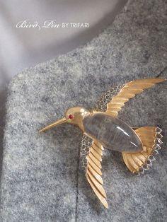羽をひろげた鳥のアンティークブローチ ジェリーベリー TRIFARI(トリファリ)