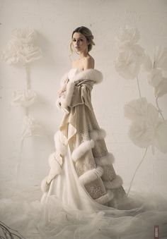 That left me speechless. That is the perfect ensemble for a winter bride. That bridal fur coat is exquisite! #winterwedding #fur