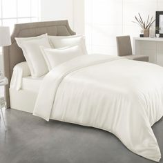 Shop 25 momme white silk duvet covers to complete your bedding. Made of the finest mulberry silk, our silk duvet covers are naturally breathable.