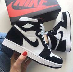 Ideas For Fashion Shoes Sneakers Women Ideas For Fashi. Sneakers Mode, Sneakers Fashion, Fashion Shoes, Sneakers Style, Tennis Fashion, Vans Style, Women's Fashion, Nike Fashion, Jordans Sneakers