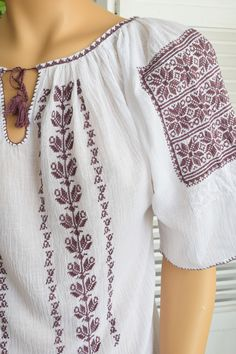 Ie Romaneasca Stela P - Chic Roumaine Ethnic Fashion, Boho Fashion, Womens Fashion, Palestinian Embroidery, Folk Costume, Peasant Blouse, Embroidery Techniques, Pakistani Dresses, Designer Wear