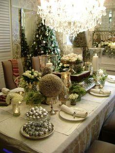 décoration de table de noël opulente vert blanc argent