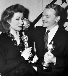 """Greer Garson with her Oscar for """"Mrs. Miniver"""" with James Cagney & his Oscar for """"Yankee Doodle Dandy"""", March 4, 1943"""