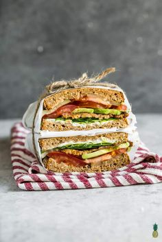 The viral TTLA sandwich from Whole Foods just made its way into your kitchen Learn how to make this delicious vegan recipe from scratch loaded with tempeh bacon tomatoes. Best Vegan Snacks, Vegan Lunches, Delicious Vegan Recipes, Vegetarian Recipes, Vegan Food, Sandwich Au Tofu, Vegan Sandwich Recipes, Lunch Recipes, Diet Recipes