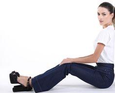 Dunkelblaue high waisted jeans mit ausgestellten Beinen (flared jeans). Frauen Mittleren Alters, Skinny, High Waist Jeans, Pants, Fashion, Wish, Legs, Dark Blue, Trousers