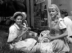 The Sound of Music (1965) Angela Cartwright & Heather Menzies having lunch on set